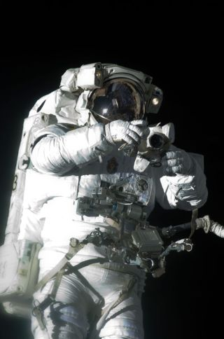 Astronauts Poised for Mission's Last Spacewalk