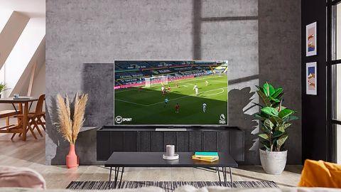Samsung QN85A Neo QLED showing football match