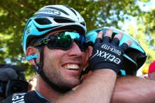 Mark Cavendish gives the head of Mark Renshaw a giant hug