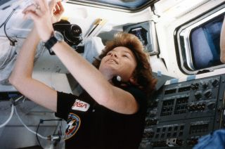 astronaut anna fisher retires