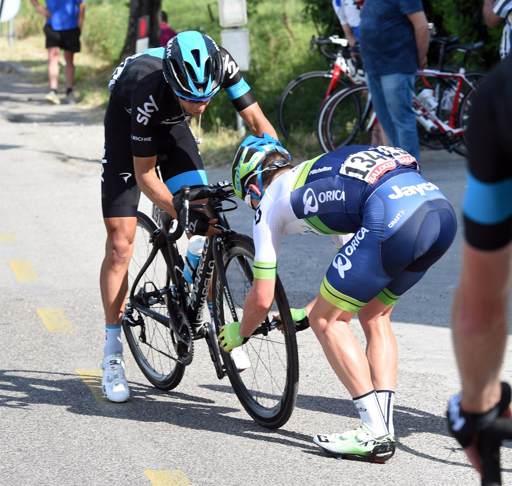 Rival australian comes to richie porte 39 s rescue in giro d for Richie porte cyclist