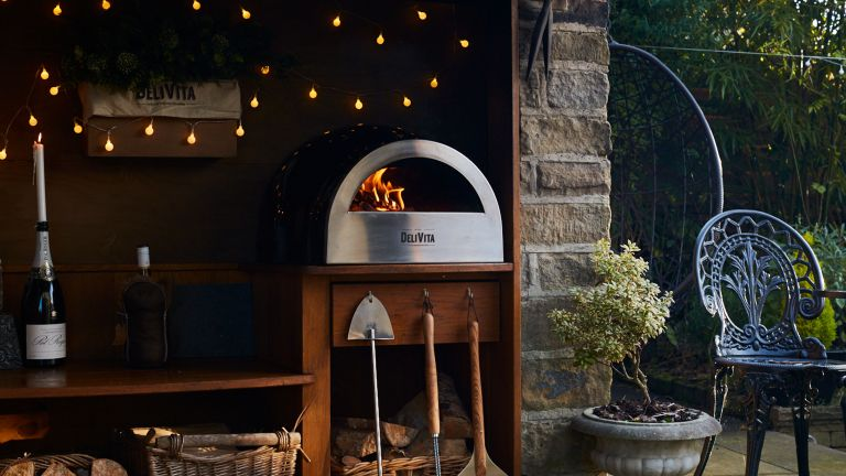 delivita competition - a delivita wood fired oven in an outhouse - delivita
