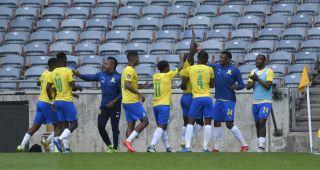 Peter Shalulile of Mamelodi Sundowns celebrates his goal with teammate
