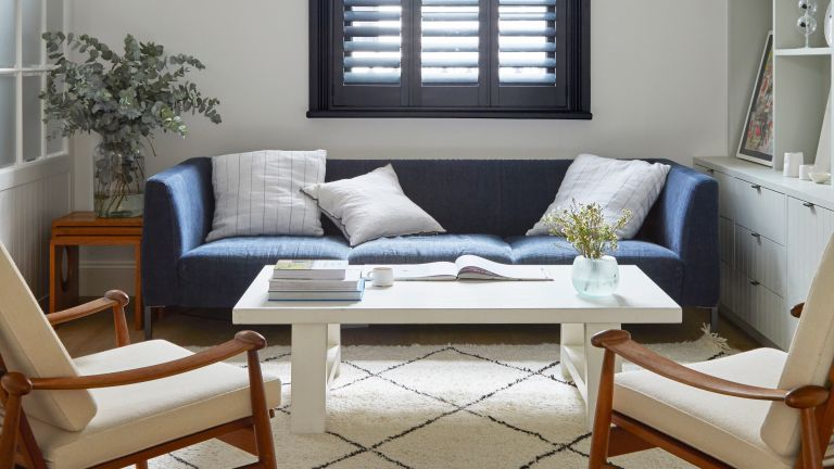 SMALL LIVING ROOM WITH EBLUE SOFA AND BERBER RUG