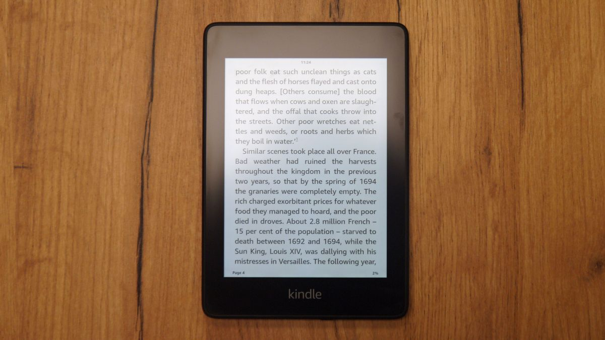 Amazon Kindle vs Kindle Paperwhite: is it worth spending