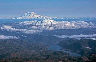 mount rainier and mount st. helens