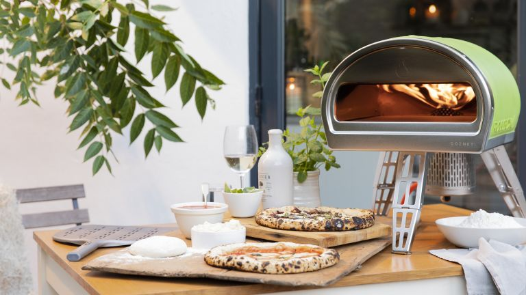 how to use a pizza oven