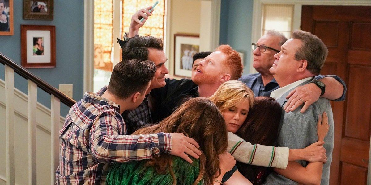 Modern Family Series Finale Group Hug