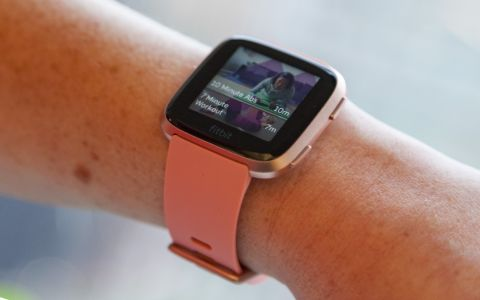 dd51be7cddf5 The Fitbit Versa is a fitness-focused smartwatch with some female-friendly  features.