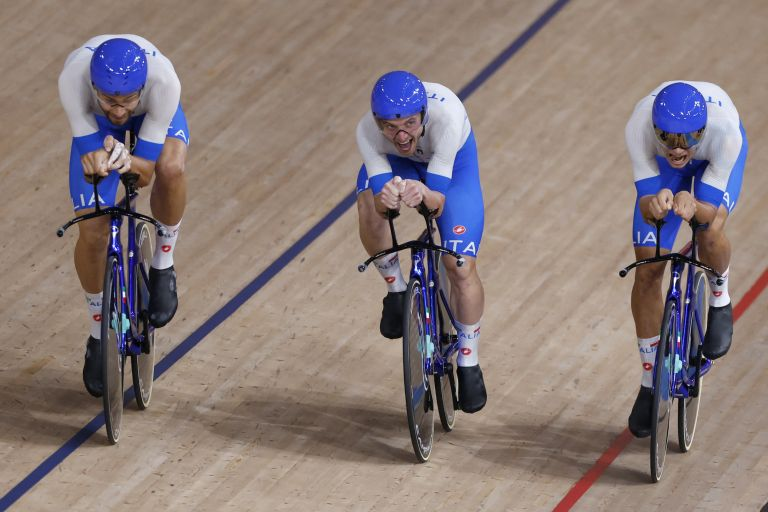 The Italian team in the Tokyo 2020 Olympic Men's team pursuit final