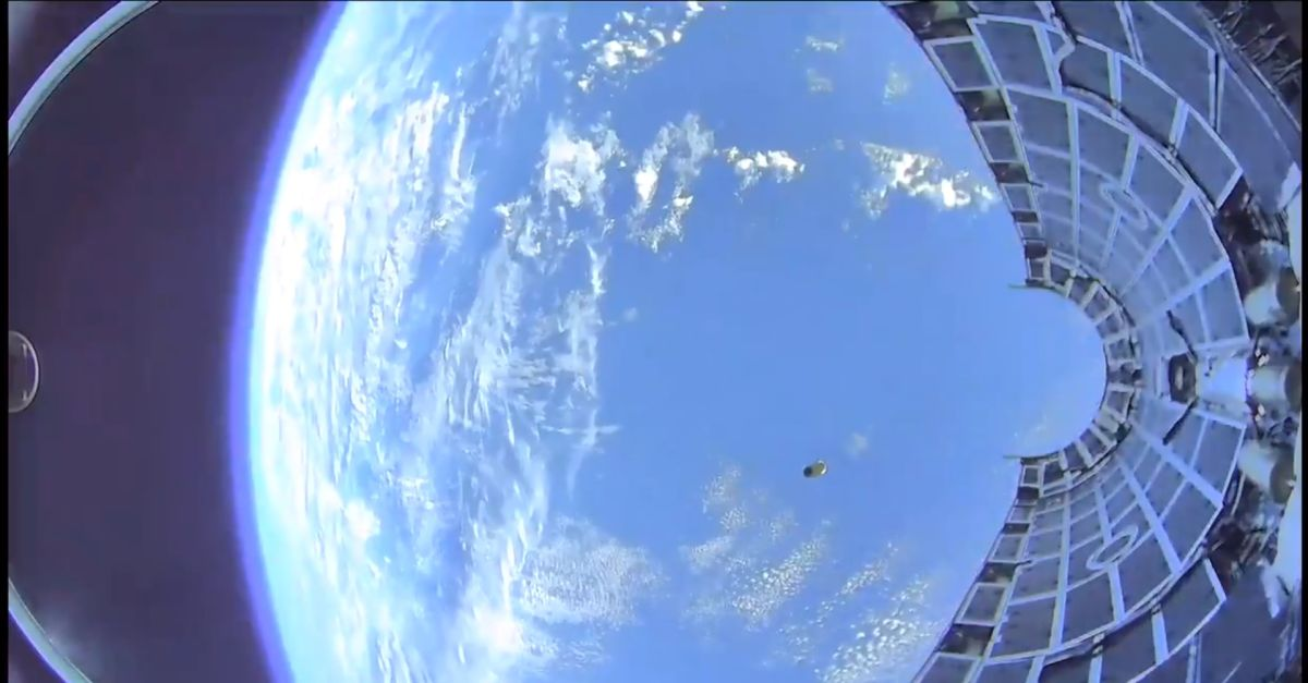 Whoa! Incredible Video Shows a SpaceX Rocket Fairing Plunging into the Ocean
