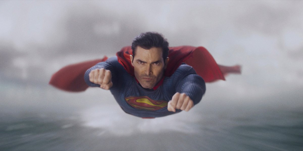 superman & lois tyler hoechlin superman in flight the cw arrowverse season 1