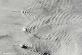 southsand-wave-clouds-110411-02
