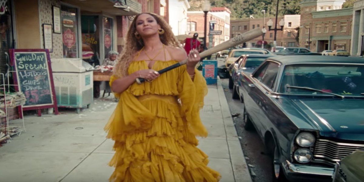 Beyoncé in the Hold Up Music video