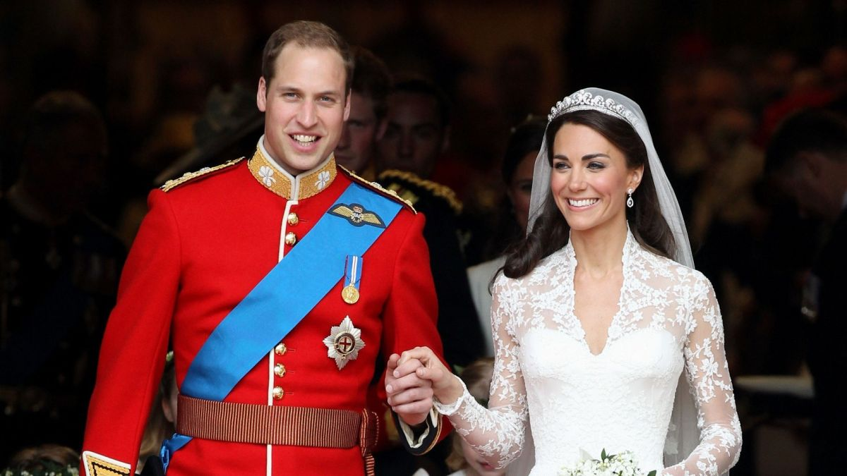 Who designed Kate Middleton's wedding dress?