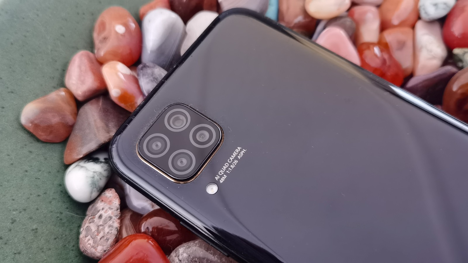 Huawei to cut smartphone production targets for 2021 thumbnail