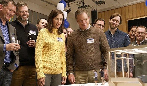 Downsizing Kristen Wiig Matt Damon looking at a shrunken couple