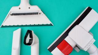 Vacuum cleaner attachment heads