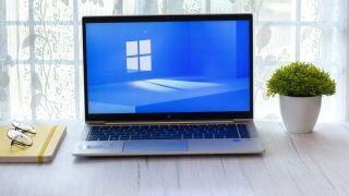 Un portátil ejecutando Windows 11