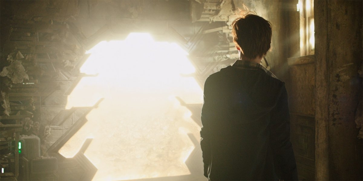 Jake Chambers looks into a portal in The Dark Tower