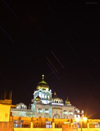 Mars, Saturn and Spica Over Illuminated Delhi Landmark