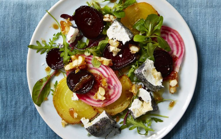 Beet salad with goat's cheese