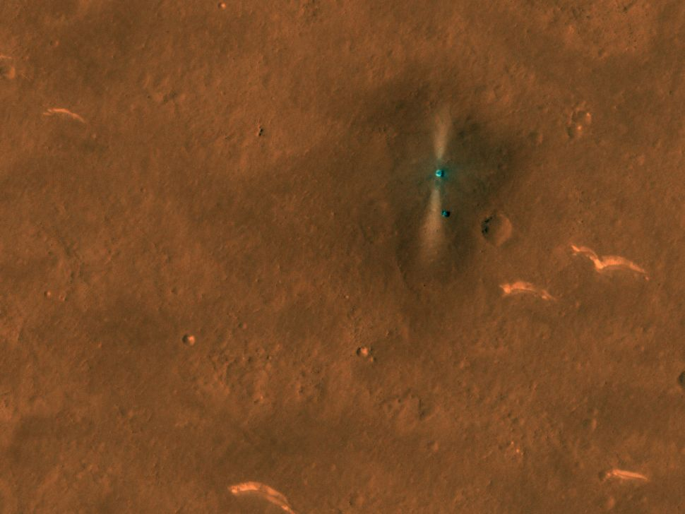 China's Mars rover Zhurong spotted from space by NASA orbiter (photos)