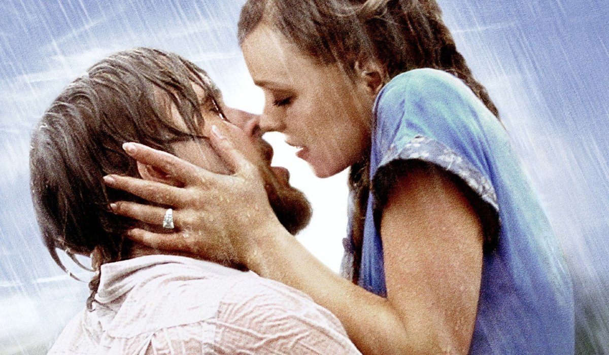 The Notebook Ryan Gosling kisses Rachel McAdams in the rain