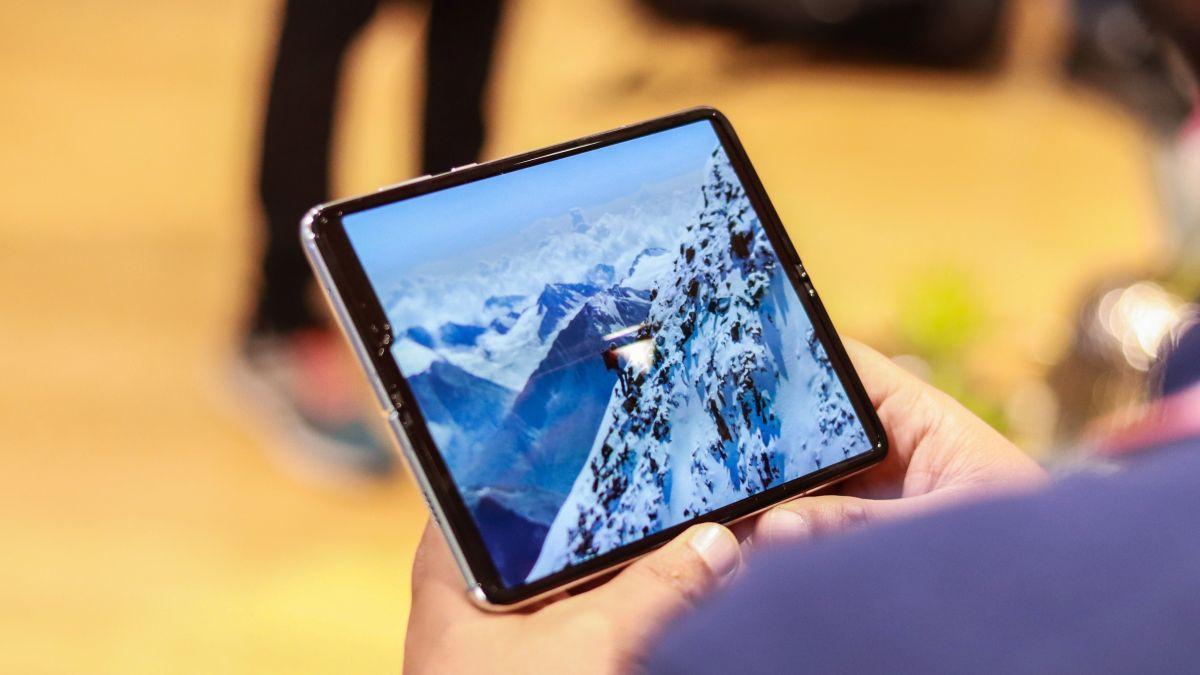 Massproduktionen av Samsung Galaxy Fold 2 har enligt uppgift dragit igång