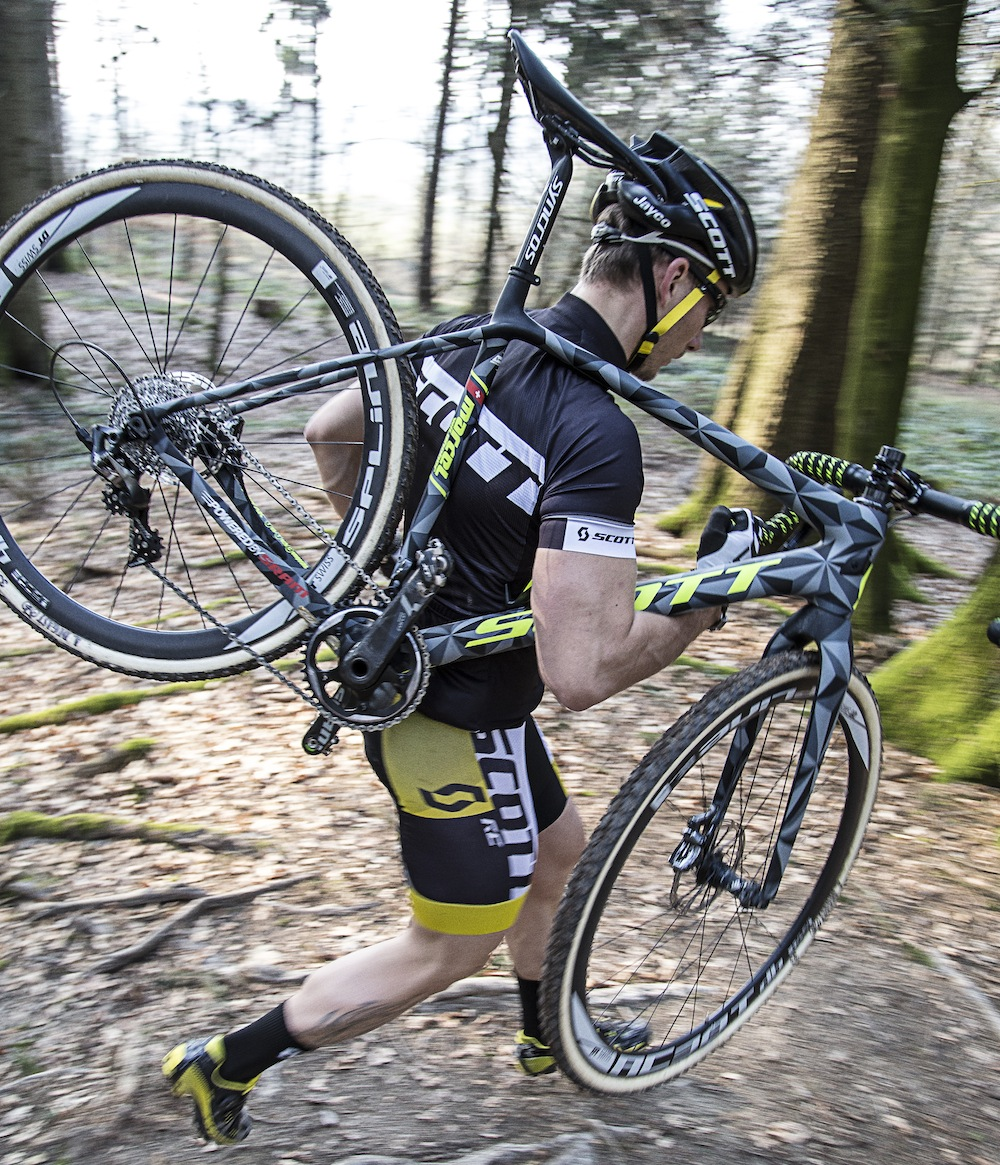 Addict_CX_T&F_Report_Ergonomic_Tube_Shapes_1_Action Image_2015_BIKE_SCOTT Sports