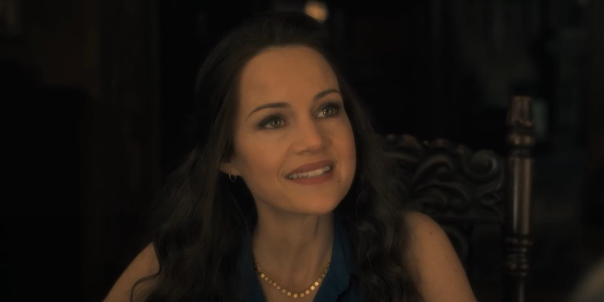 carla gugino's olivia crain in the haunting of hill house