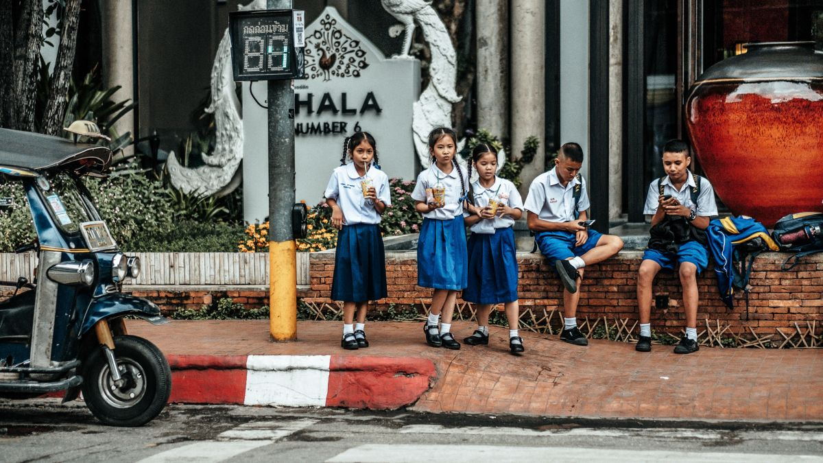 10 travel photography tips: shoot side streets and visual treats