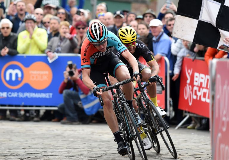 Tom Stewart and Russell Downing sprint for the win, Lincoln Grand Prix 2016