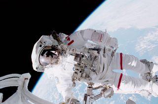 Hadfield Spacewalk 2001
