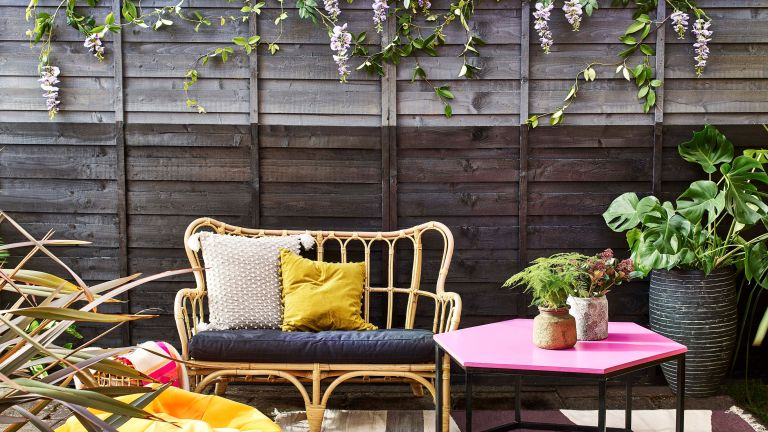 garden fence ideas: Cuprinol painted grey fence