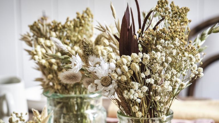 How to dry flowers: Mimosa, rose buds and flax dried flower arrangement