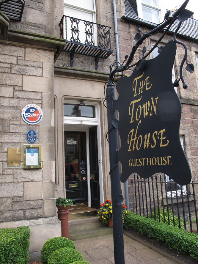 Located On Cycle Route 7 754 The Town House Is In An Ideal City Centre Location For Cyclists Wishing To Visit Scotland S Capital