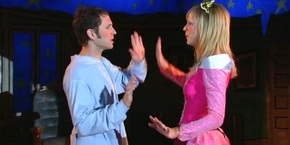 Glenn Howerton and Kaitlin Olson in It's Alway Sunny in Philadelphia Episode Nightman Cometh