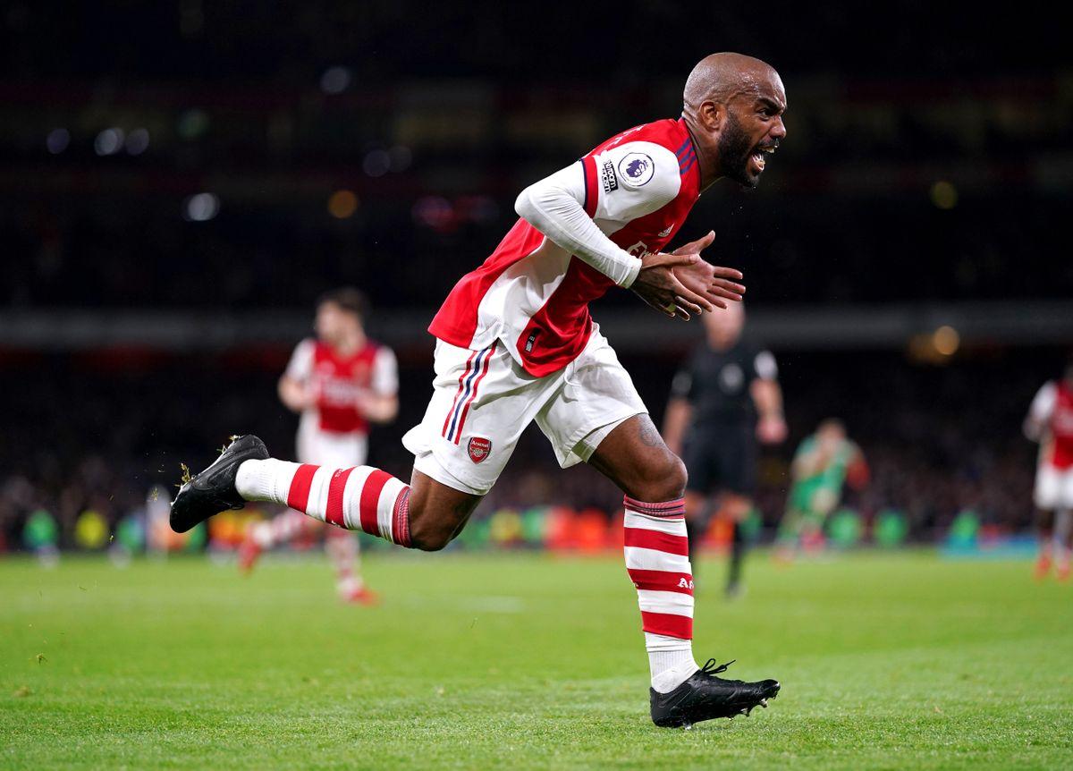 Alexandre Lacazette's last-gasp strike snatches Arsenal a point