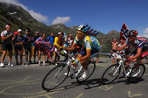 Contador-attacks.jpg