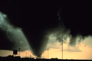 tornadoes, record tornadoes, tornado explainer, why we have so many tornadoes, Joplin Missouri tornado, jet stream, la nina, weather forecasting, tornado forecasting, severe thunderstorms