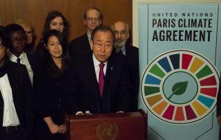 为纪念巴黎气候协定生效(2016年11月4日),联合国秘书长潘基文出席了在纽约联合国总部第8会议室举行的民间社会领导人会议。
