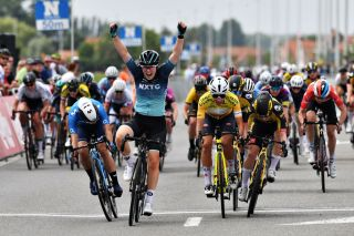 Charlotte Kool wins stage 2 A at Baloise Ladies Tour