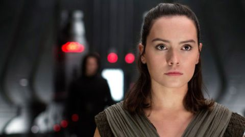these new star wars the last jedi images show rey and