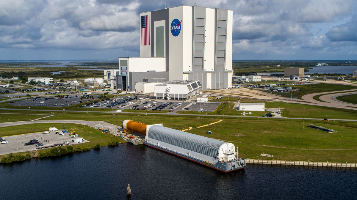 In photos: NASA's SLS megarocket core stage arrives in Florida for 1st Artemis moon mission
