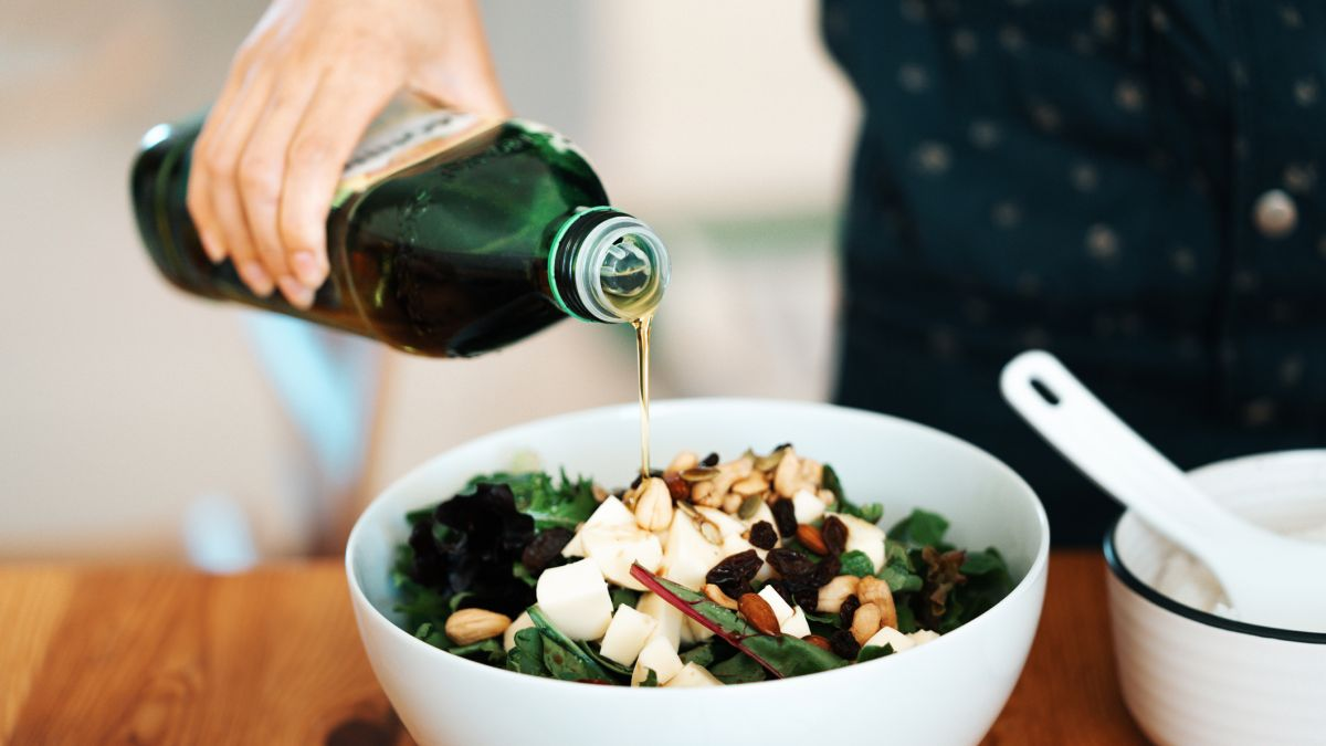 Healthy diet: Olive oil is an amazing anti-aging solution – but only if you do THIS