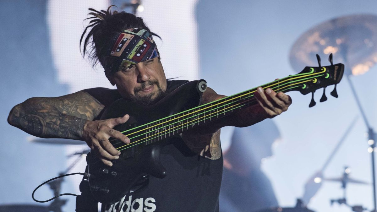 korn s fieldy my top 5 tips for bassists musicradar. Black Bedroom Furniture Sets. Home Design Ideas
