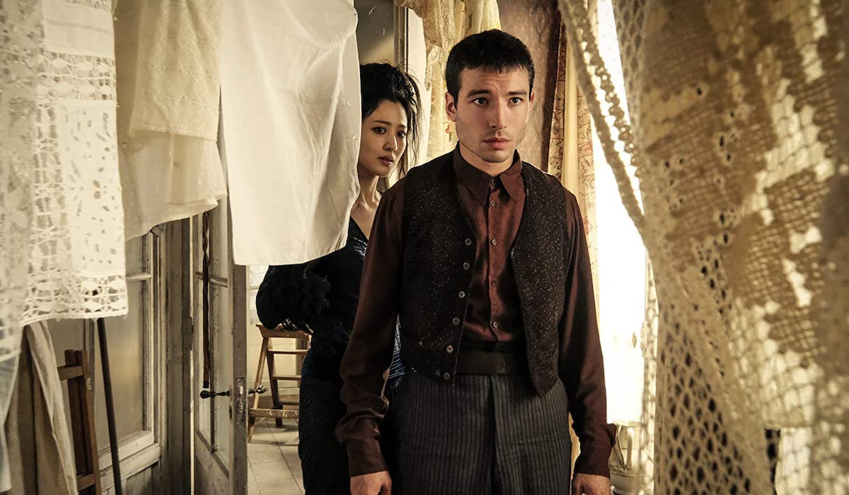 Nagini and Credence in Fantastic Beasts: The Crimes of Grindelwald