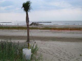 oil-spill-grand-isle-la-closed-beach-101007-02