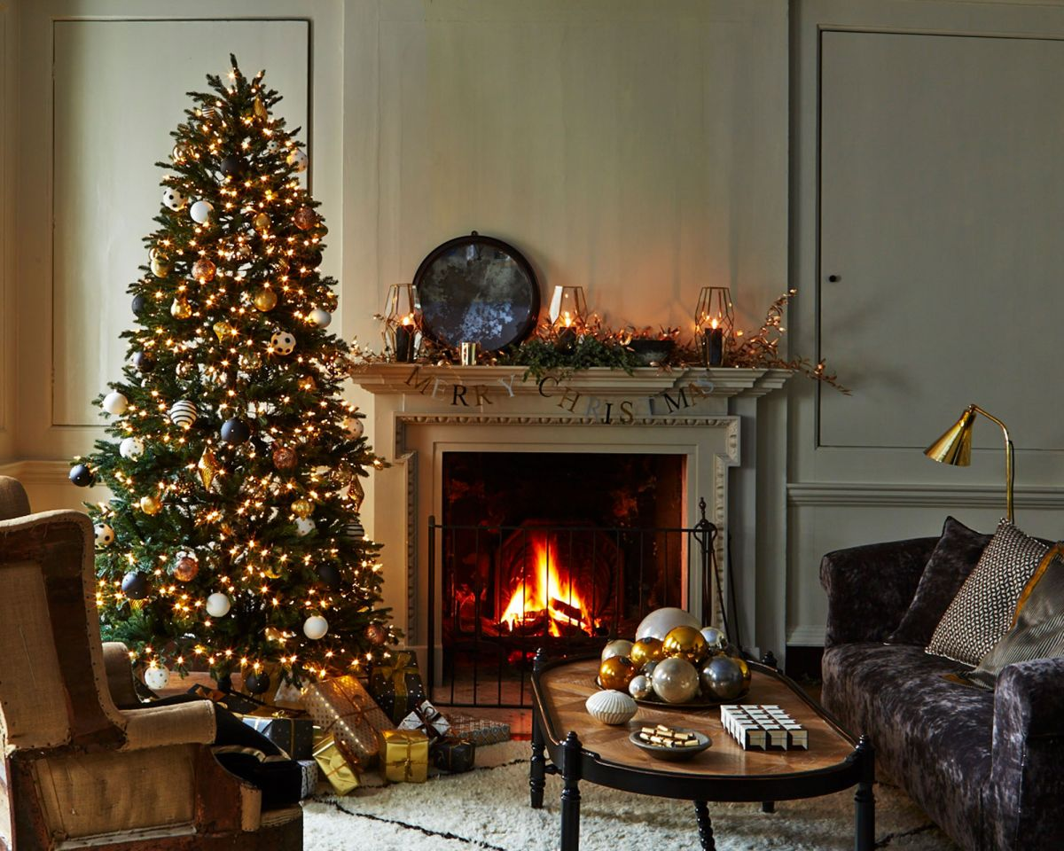 Christmas Tree Trends H G S Pick Of The Best New Christmas Tree Decorating Looks Homes Gardens
